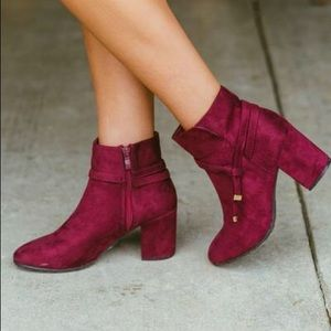 Shoes - NWT Burgundy bootie 😍